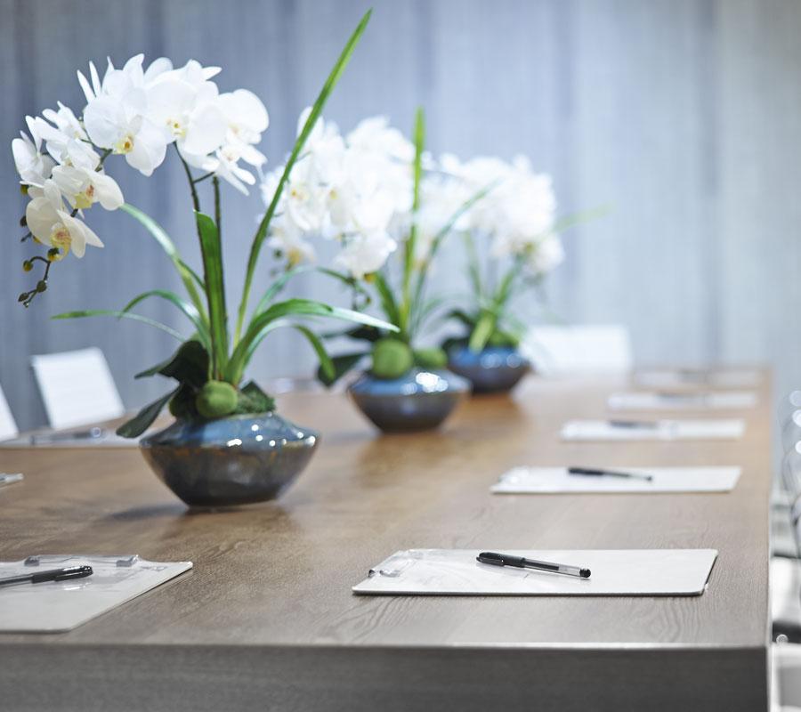 bradhams_flowers_board-meeting
